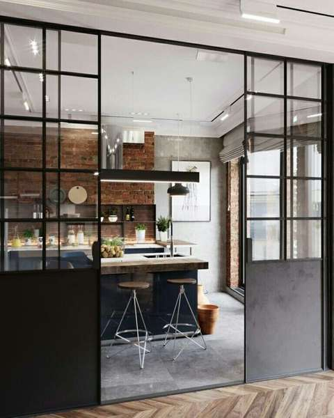 Une verrière est un excellent moyen de cloisonner votre cuisine.