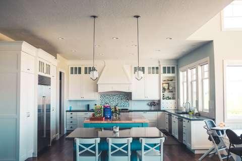 Accessoire, mobilier, lampe, apporter de la couleur à votre cuisine.