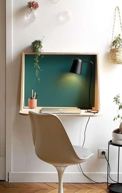 Aérien et discret, ce bureau est parfait pour les petits salons
